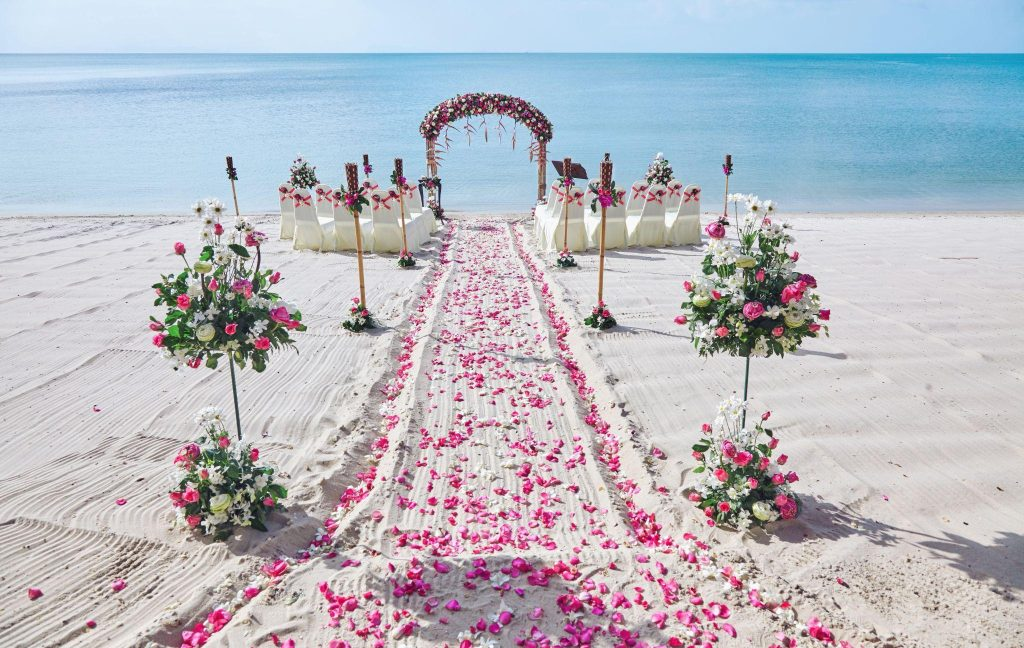25-Ways-To-Design-A-Wedding-Aisle-With-Flowers